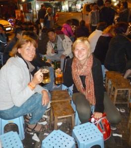 Kneipe in Hanoi. Nicht wirklich gemütlich, aber für uns originell