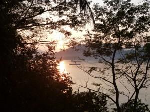 Einfach mal am Mekong sitzen und den Sonnenuntergang genießen